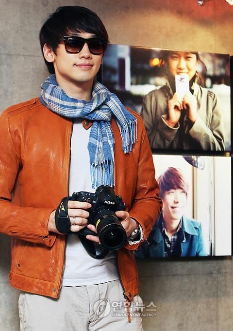 "Rain's photo exhibit ""Jung Ji-hoon's Reality"""