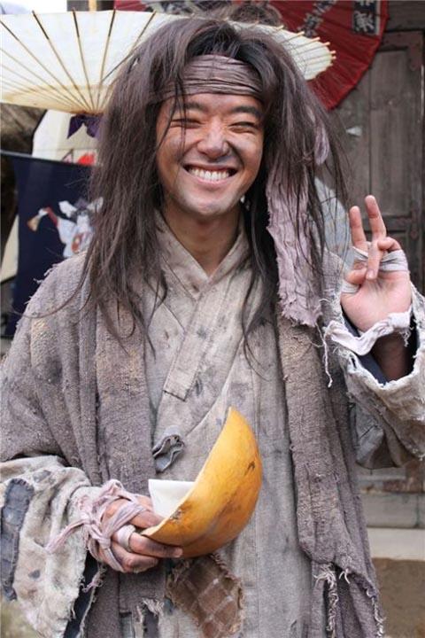 Bae Soo-bin as a beggar in Dong Yi