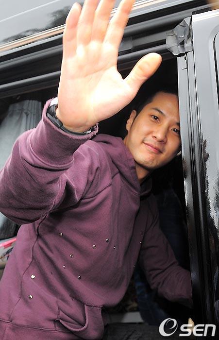 Kim Ji-suk (Personal Taste) ingresó al ejército Kimjisuk_army4