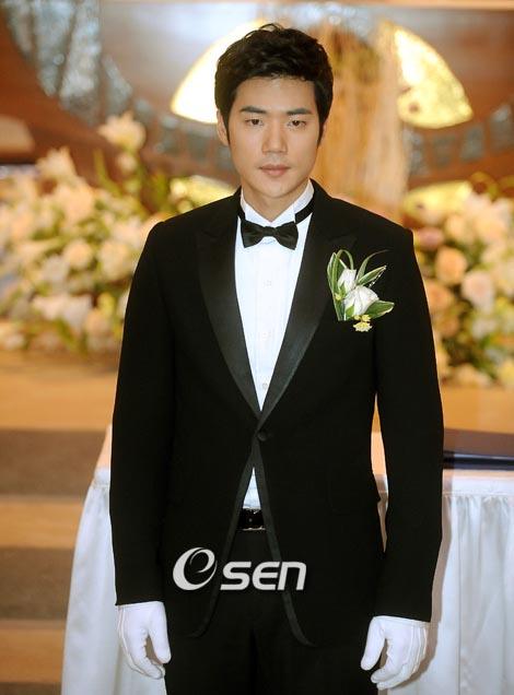 Kim Kang-woo to marry next month
