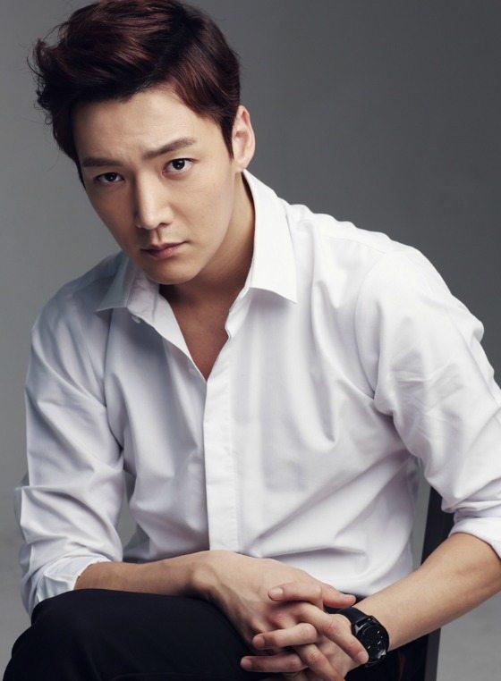 Choi Jin-hyuk offered OCN time-travel thriller Tunnel