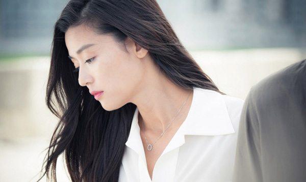 Jeon Ji-hyun becomes human in Legend of the Blue Sea