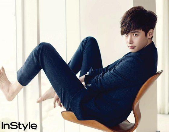 Lee Jong-seok considers using mile-long legs to kick soccer balls in Dream