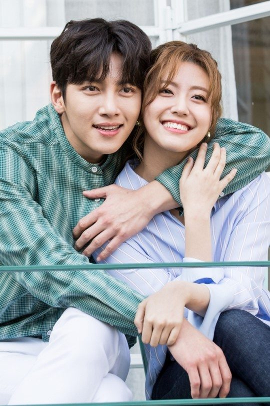 Snuggly hugs on the set of poster shoots for SBS's Suspicious Partner