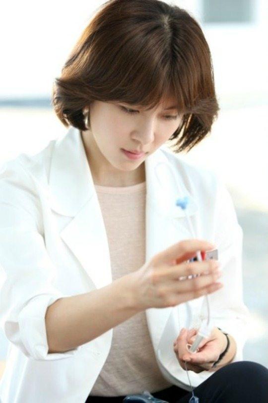 Ha Ji-won becomes a surgeon onboard the Hospital Ship