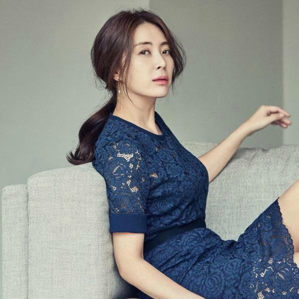 SBS courts Song Yoon-ah to headline Secret Mother