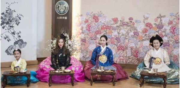 SBS Drama An Empress' Dignity Releases Stills of Jang Nara