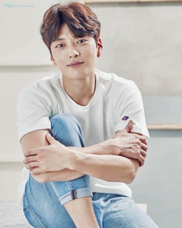 Jang Seung-jo joins Boyfriend's star-studded cast