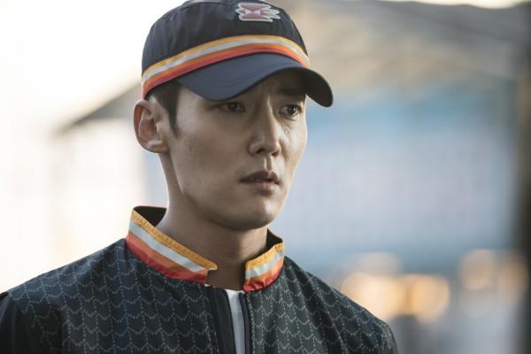 Mailman Choi Jin-hyuk and Christmas-fairy Jang Nara for An
