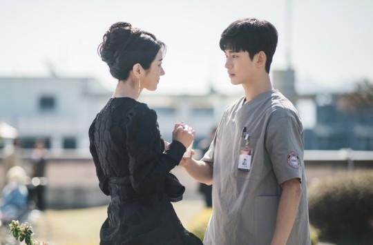 Spring love begins for Kim Soo-hyun, Seo Ye-ji in tvN It's Okay to Not Be Okay